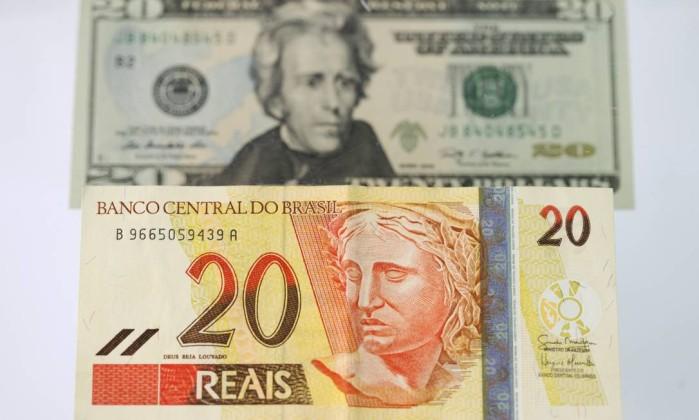 Dólar comercial sobe forte pelo 6º dia e chega a atingir a R$ 4,23