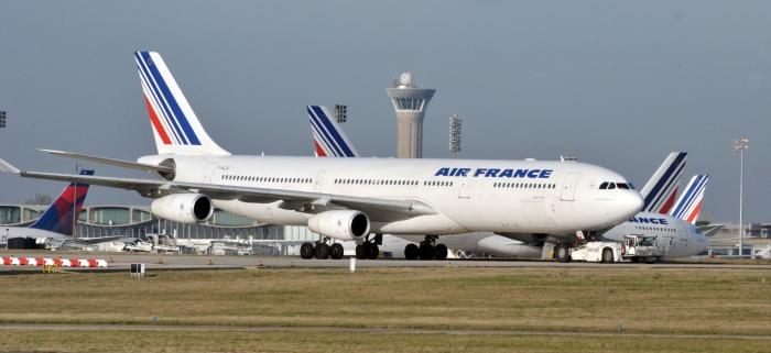 Voos dos EUA com destino a Paris são desviados após ameaças de bomba
