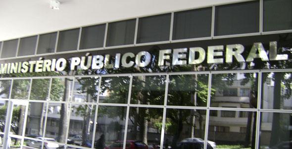 Ministério Público Federal denuncia Bumlai, clã Schahin, Vaccari e mais 6 por corrupção.