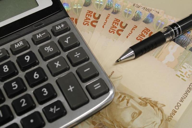 Salário mínimo deverá ser de R$ 871 em 2016