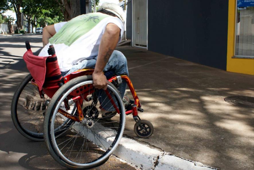 Comissão aprova padronização de calçadas para circulação de deficientes