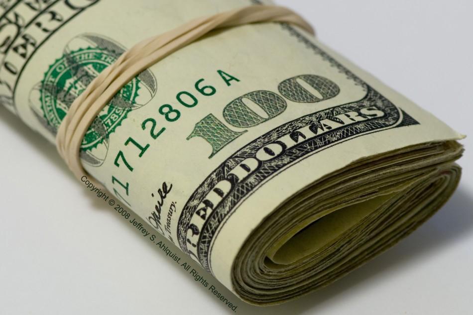 Dólar cai mais de 1,5% e chega a R$ 3,97, após dados da China