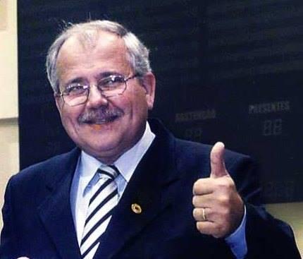 Jornalista Eduardo Gomes prepara a biografia não autorizada de José Riva