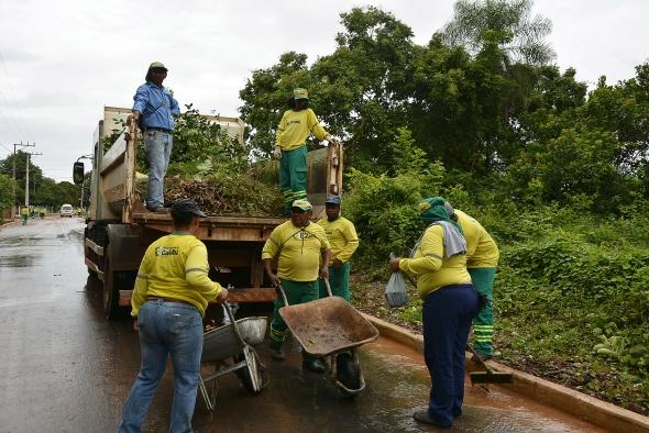 Cuiabá  Prefeito em exercício acompanha mutirão de limpeza no Distrito da Guia