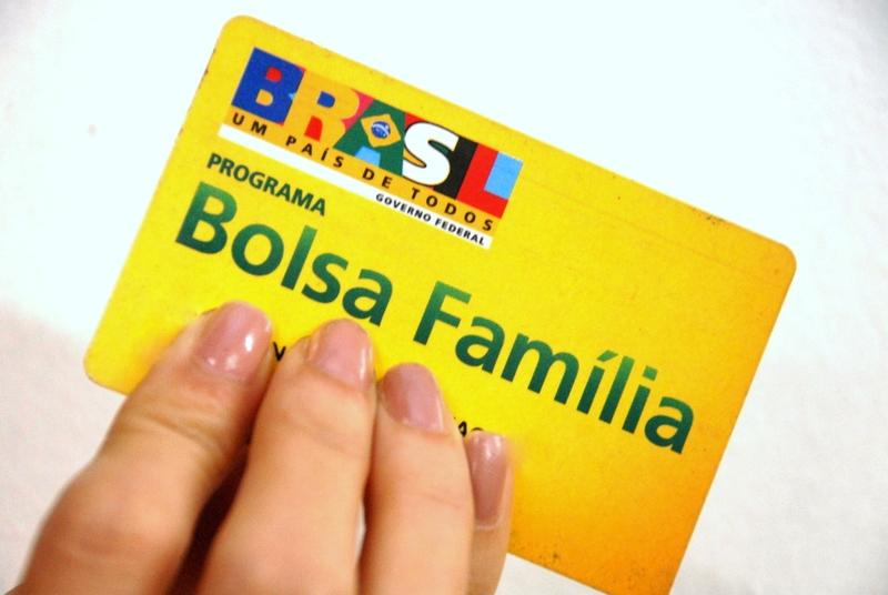 Cuiabá : Mais de 1.100 famílias deixaram de retirar o cartão do Bolsa Família