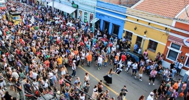 Cuiabá: Primeira noite de Carnaval reúne 5 mil pessoas na Praça da Mandioca