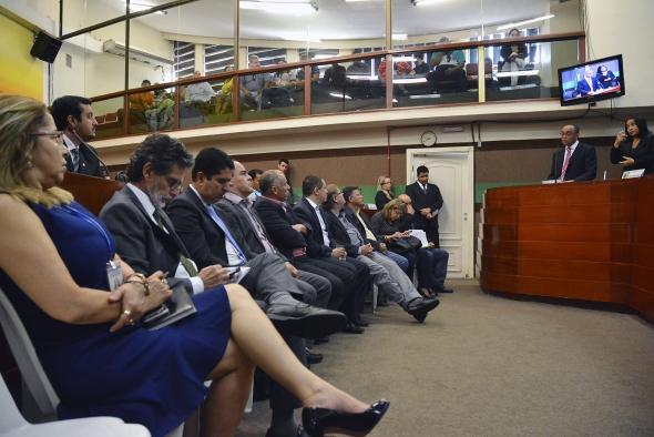 """Cuiabá : Em mensagem à Câmara, Mauro Mendes diz que prioridade nestes três anos foi """"arrumar a casa"""""""