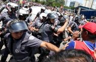 Grupos pró e contra Lula se enfrentam em frente a Fórum em SP