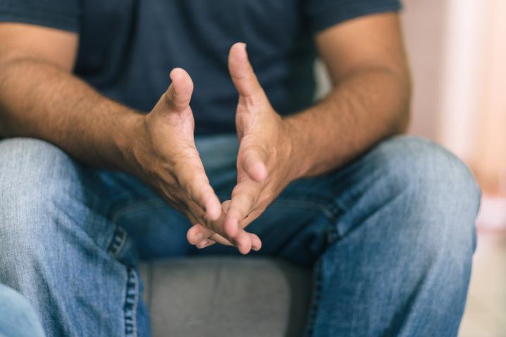 Ele venceu o crack: meu pai dormiu oito meses no sofá com medo de eu fugir