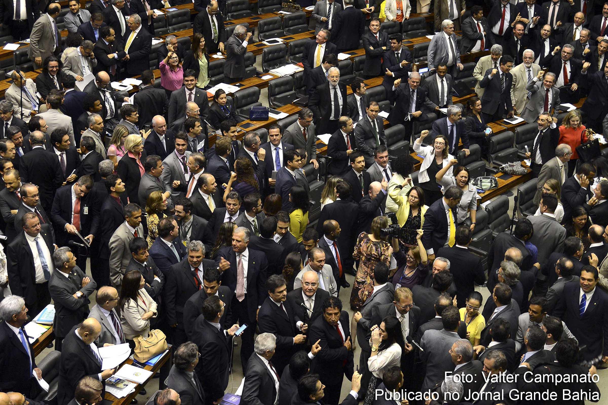 Comissão do Impeachment tem 31 contra Dilma e 28 a favor