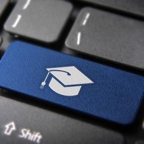 Governo cria 105 mil vagas para especialização de professores da rede pública  Educação
