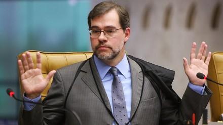 Toffoli unifica e tira sigilo de ações que pedem cassação de Dilma no TSE
