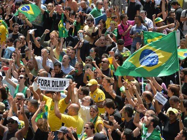 Av. Paulista fica mais de 24 horas bloqueada por protesto contra Lula