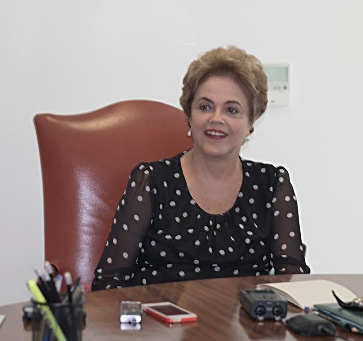 """Dilma diz que luta """"até o último minuto"""", fala em vencer e propor pacto"""