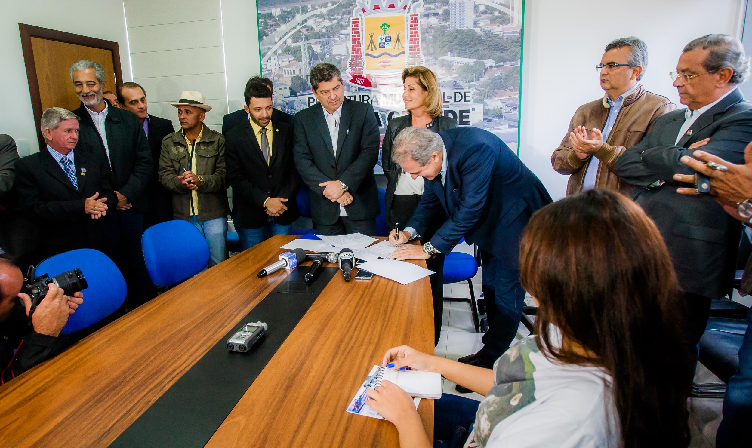 Governo investe R$ 27 milhões na duplicação de avenida em Várzea Grande