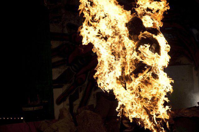 Desespero : Homem ateia fogo ao próprio corpo, em frente ao Palácio do Planalto