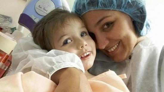 Mãe relata o drama vivido para que a filha de 2 anos enxergasse