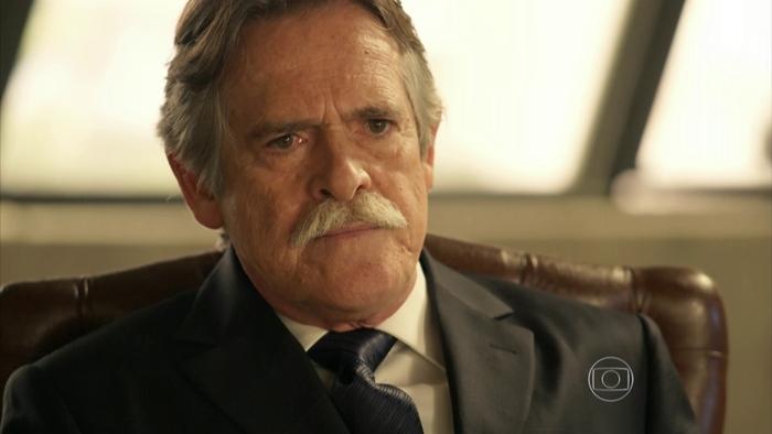 Ofendido, ator José de Abreu cospe na cara de cliente de restaurante em SP