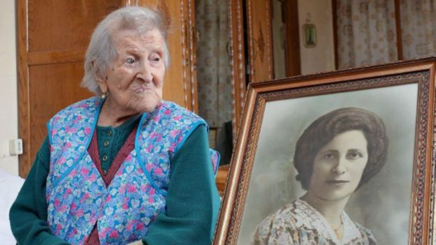 Ovos e carne moída crua: a inacreditável dieta da mulher mais velha do mundo