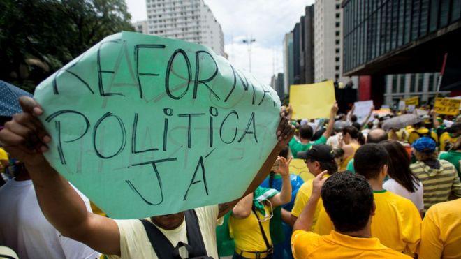 Política brasileira precisa da corrupção para funcionar, diz pesquisador