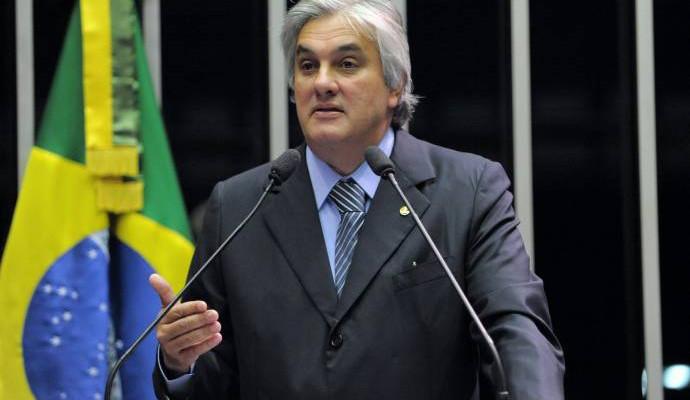 Senado cassa mandato de Delcídio por 74 votos a favor e nenhum contra