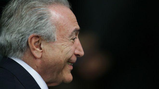 Machismo e rancor da direita pesaram em queda de Dilma, diz jornal britânico
