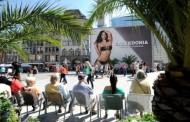 Brasileira de biquini causa polêmica em Munique