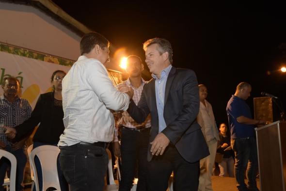 Cuiabá : Entrega de títulos concretiza sonho de 40 anos dos moradores do Novo Terceiro