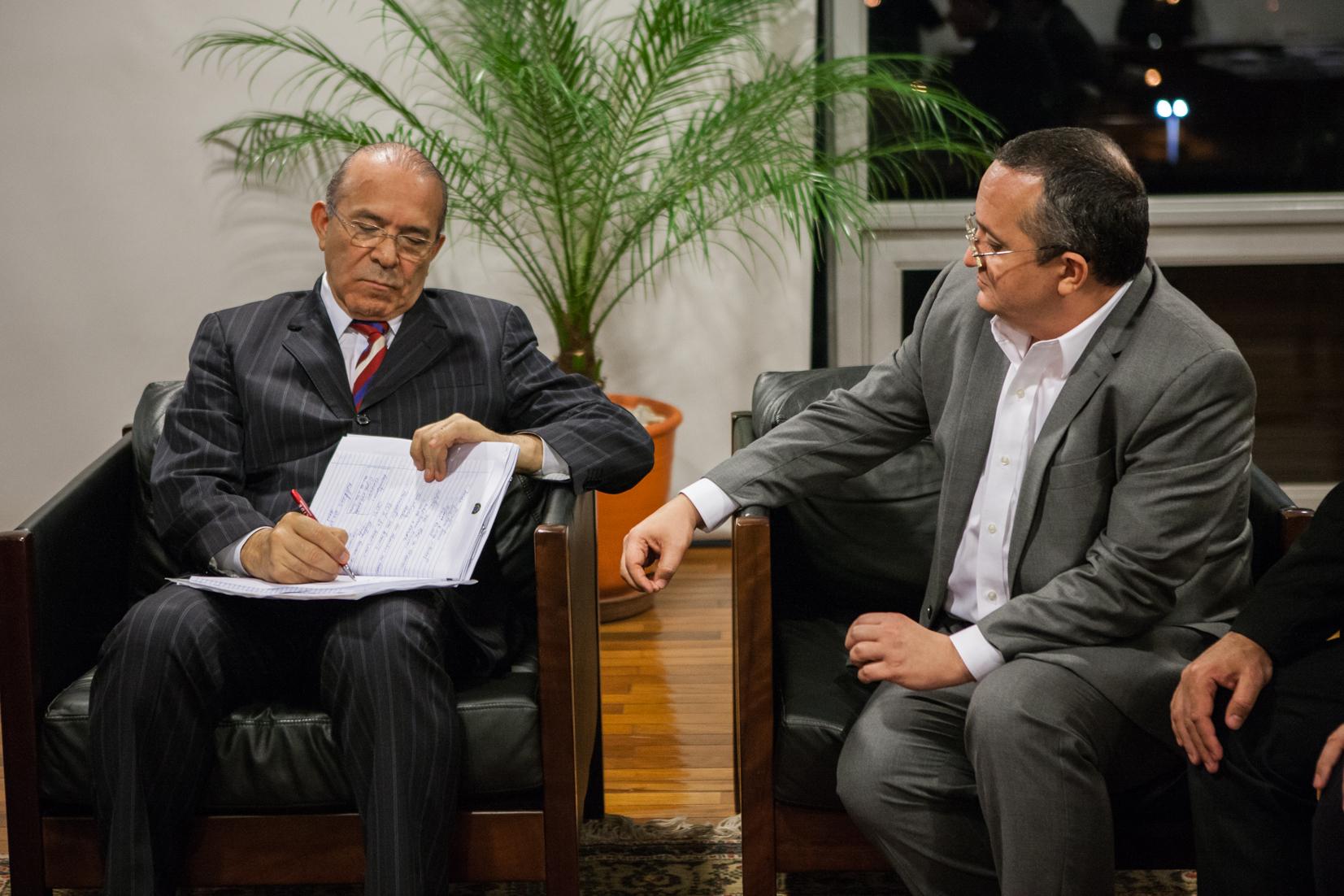 Taques  discute em Brasília renegociação da dívida e conclusão do VLT
