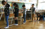 No Japão, alunos limpam até banheiro da escola para aprender a valorizar patrimônio