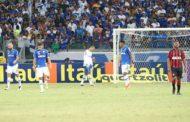 Cruzeiro desperdiça chances, comete falhas e é goleado no Mineirão pelo Atlético-PR