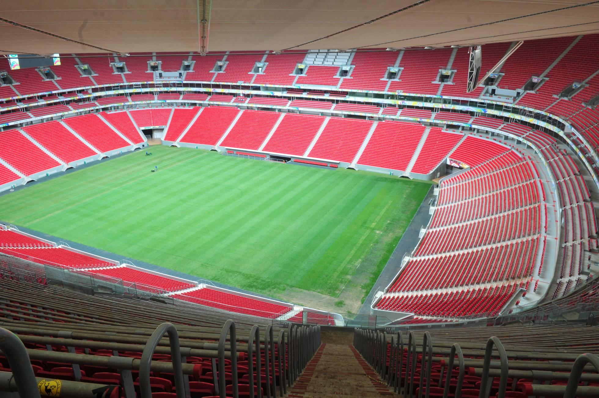 Estádio mais caro da Copa abriga secretarias para justificar investimento