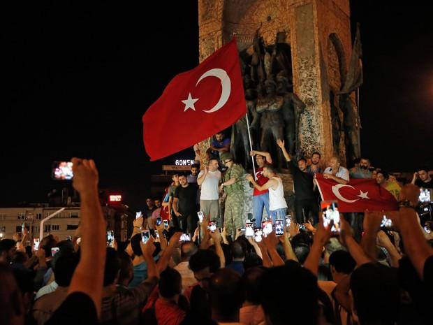 Turquia diz que 265 morreram em tentativa de golpe