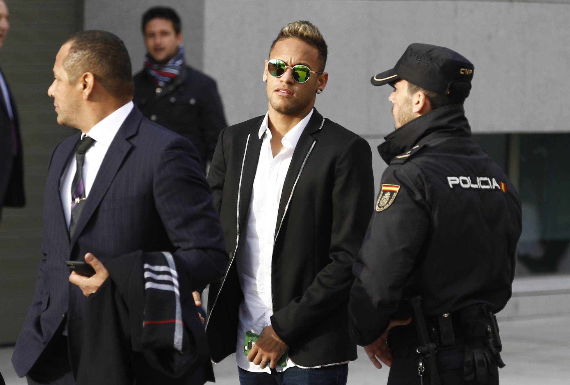 Justiça espanhola arquiva investigação pela contratação de Neymar