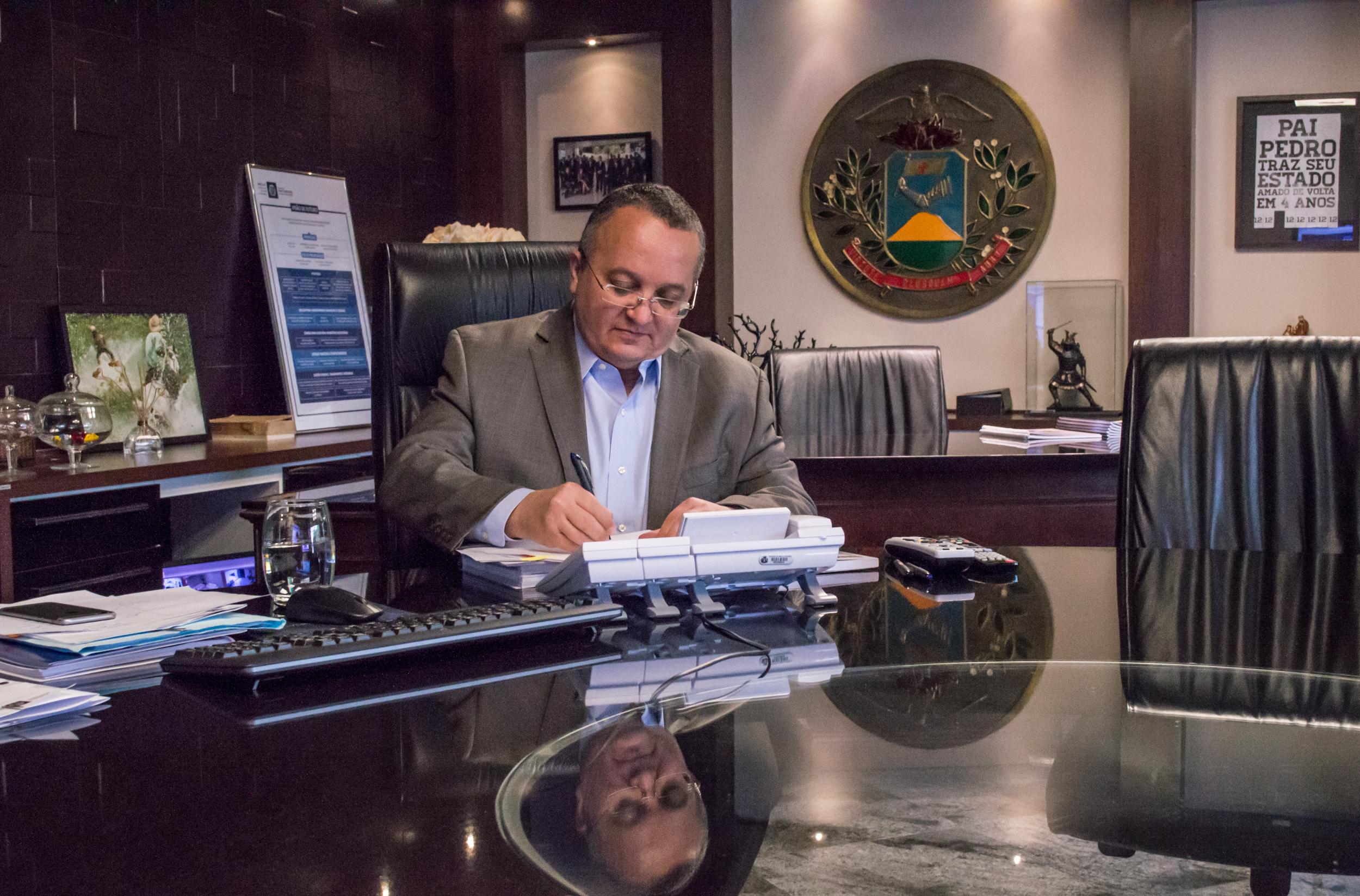 RGA : Governador sanciona lei que concede reajuste aos servidores estaduais