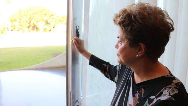 Dilma diz que vai propor em carta pública plebiscito sobre novas eleições