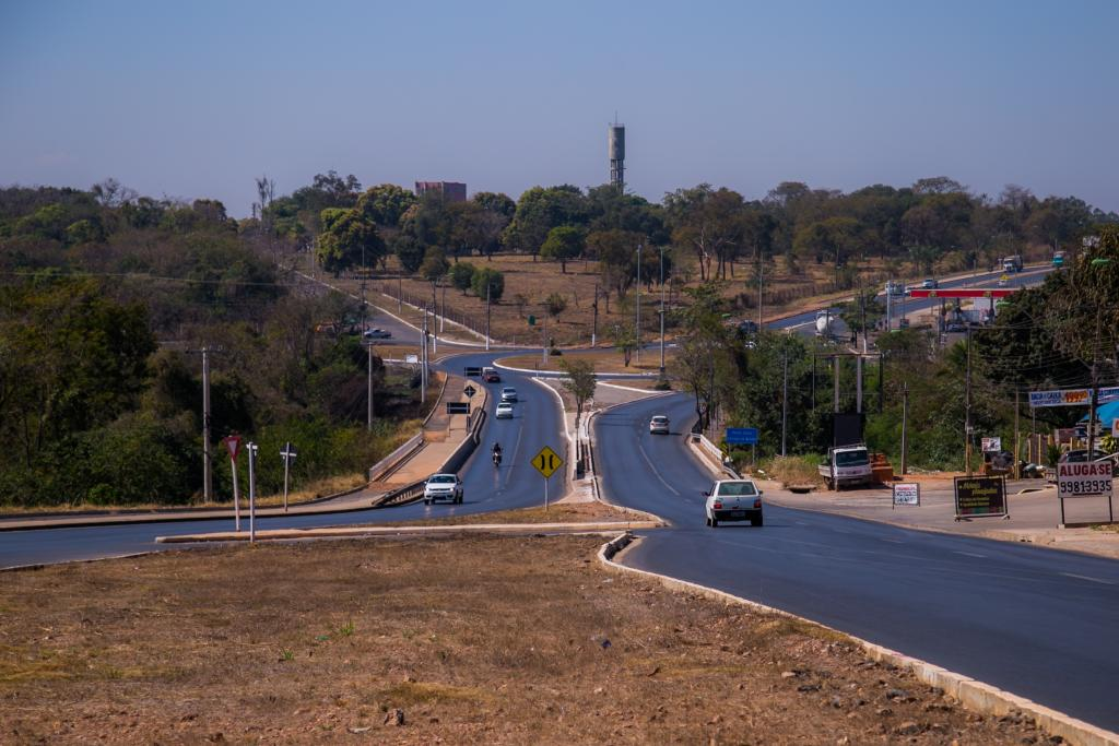 Obras de restauração e duplicação da Estrada do Moinho são retomadas