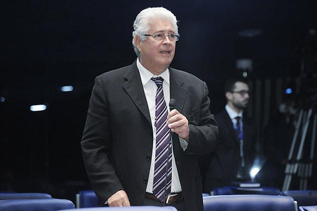 Roberto Requião afirma que 'fisiologia esclarecida ainda pode salvar Dilma'