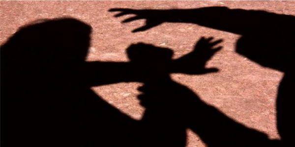 Mulher flagra namorado estuprando sua filha e perde a cabeça