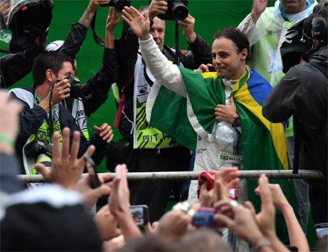 Massa encerra última corrida no Brasil, sai aplaudido e pede desculpas