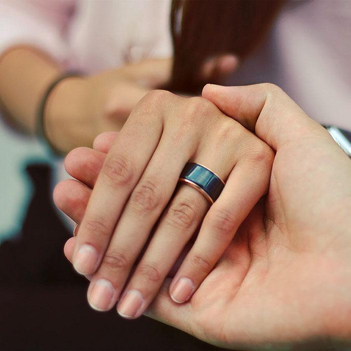 Anéis que permitem sentir as batidas do coração de sua pessoa amada!