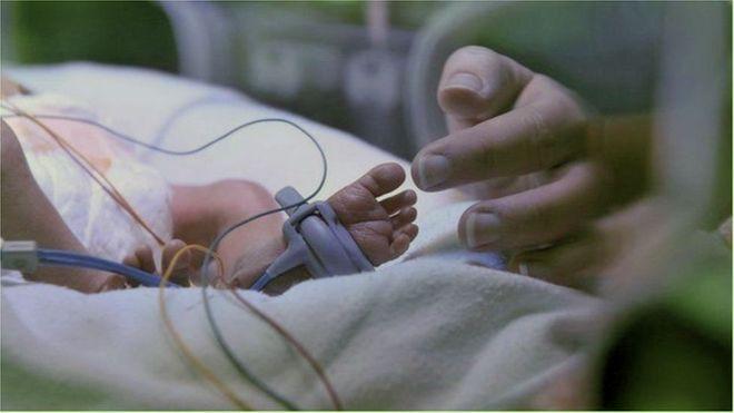Os bebês que já nascem em clínicas de reabilitação para dependentes de drogas