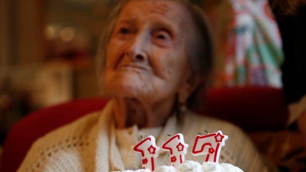 Como é a dieta da mulher mais velha do mundo, que acaba de completar 117 anos