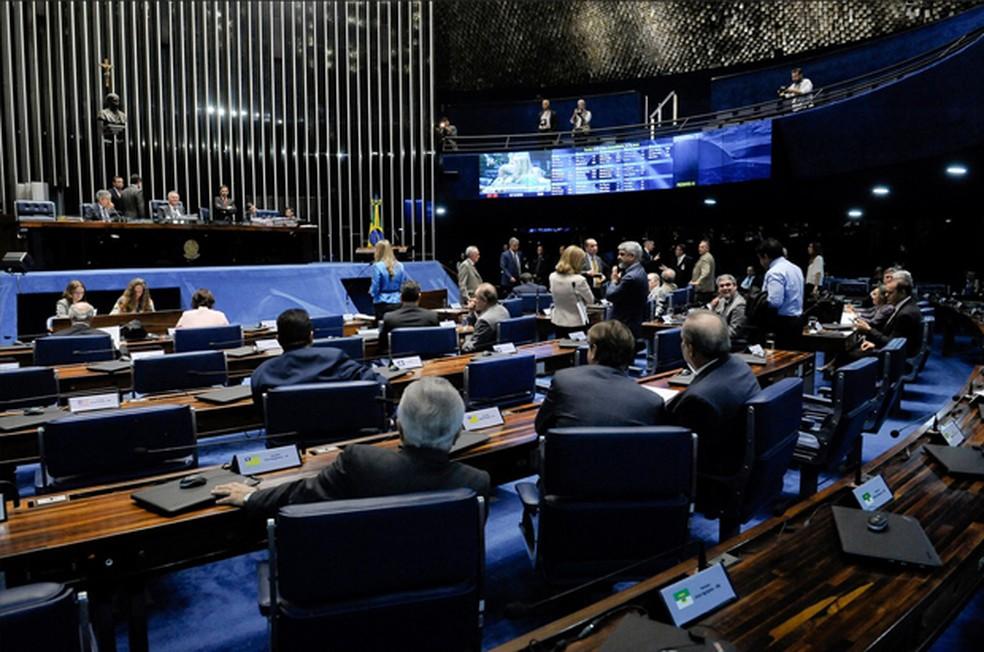 Senado aprova pacote para coibir 'supersalários' no serviço público