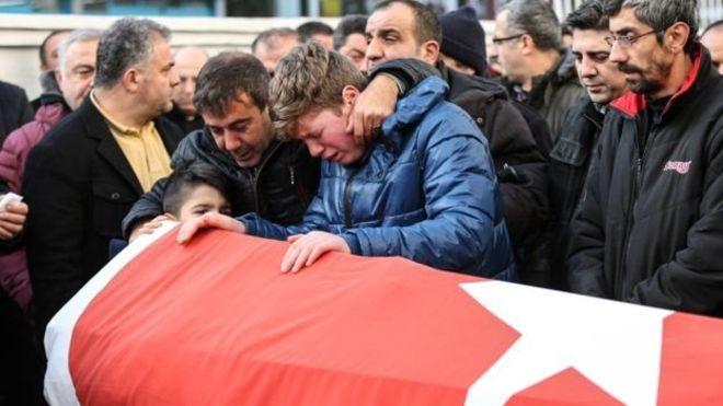 Estado Islâmico assume ataque que matou 39 em Istambul: o que se sabe até agora