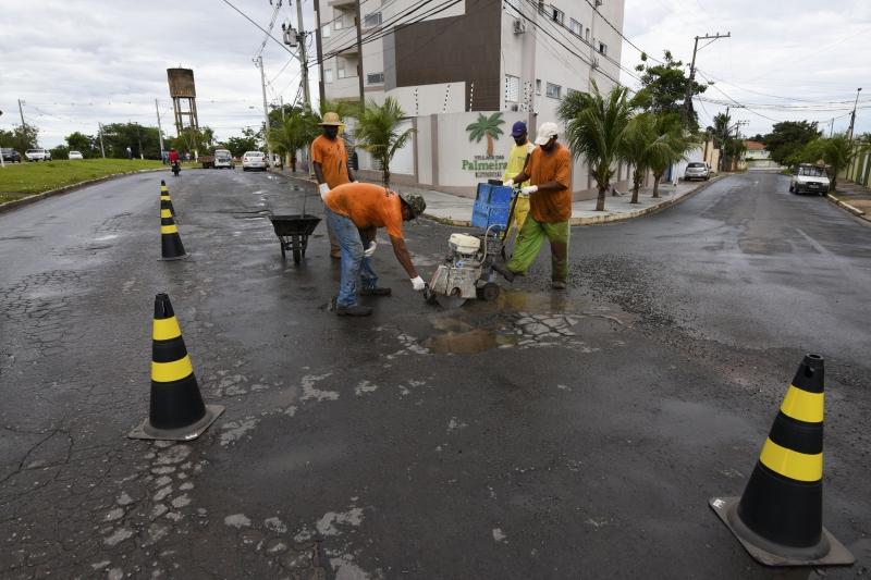 Cuiabá: Secretaria de Obras realiza reparos emergências em vias da Capital