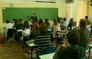 Escola deveria incorporar 'conversa de boteco', diz educadora