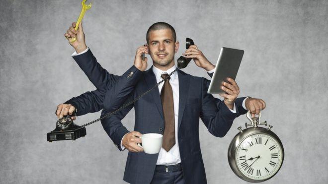 Como o desemprego está criando 'funcionários-polvo' e aumentando pressão sobre quem trabalha