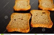 Comer pão e batata torrados demais pode elevar risco de câncer, alertam cientistas