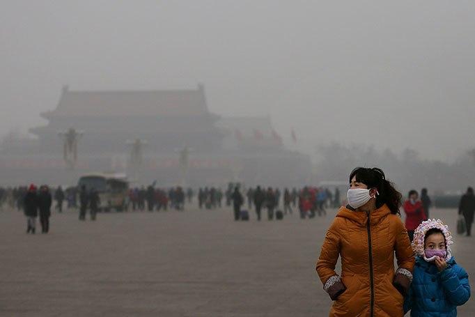 Poluição na China fecha estradas e faz voos serem cancelados